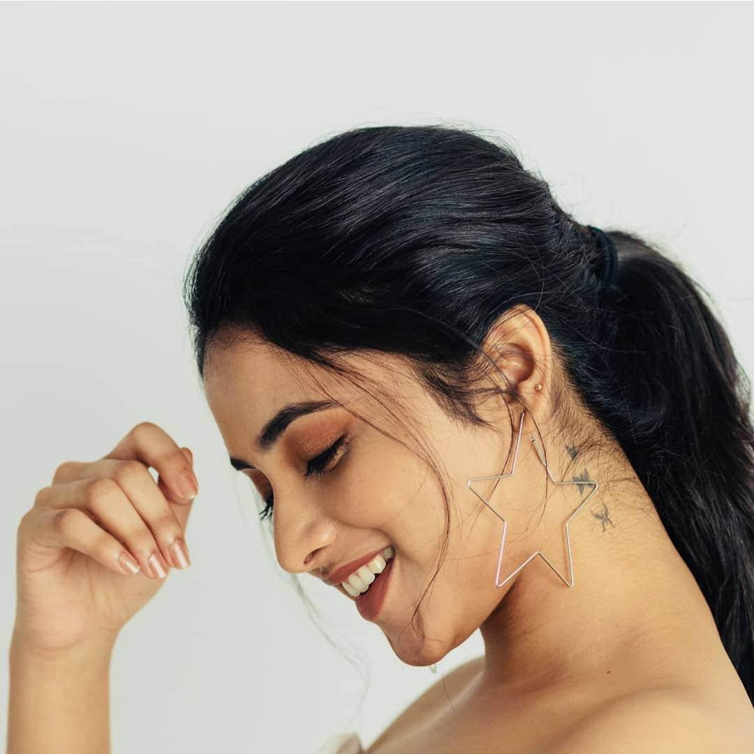ప్రియాంక అరుల్ మోహన్ అదిరిపోయే ఫోటోస్..Instagram/priyankaarulmohan