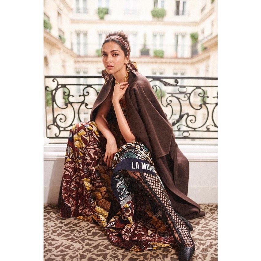 పారిస్ ఫ్యాషన్ వీక్లో తణుక్కుమన్న దీపిక పదుకొనె(photo:instagram)