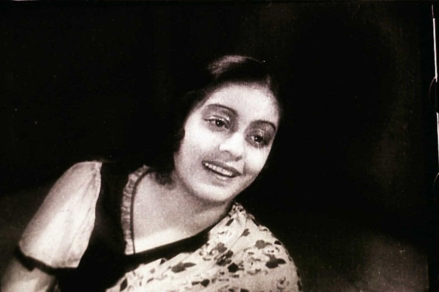 8. బెంగాలీ భాషలో నటించి తొలి హీరోయిన్ కానన్ దేవి (1976)లో లో దాదా సాహెబ్ ఫాల్కే అవార్డు అందుకున్నారు.