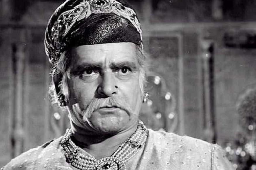 3. తొలి టాకీ 'ఆలంఆరా'తో పరిచయమైన పృథ్వీ రాజ్ కపూర్ (1971)లో దాదా సాహెబ్ ఫాల్కే అవార్డు అందుకున్నారు.బాలీవుడ్లో కపూర్ ఫ్యామిలీ ఫౌండర్. ఈయన ముగ్గురు కుమారులు రాజ్ కపూర్, షమ్మీ కపూర్,శశీ కపూర్ బాలీవుడ్ అగ్ర నటులుగా కొనసాగారు. అందులో ఇద్దరు కొడుకులు రాజ్ కపూర్, శశి కపూర్ కూడా దాదా సాహెబ్ ఫాల్కే అవార్డు అందుకున్నారు. ఒకే ఇంట్లో తండ్రీ కొడుకులు ముగ్గురు దాదా సాహెబ్ ఫాల్కే అవార్డు అందుకోవడం ఒక రికార్డు. (Facebook/Photo)