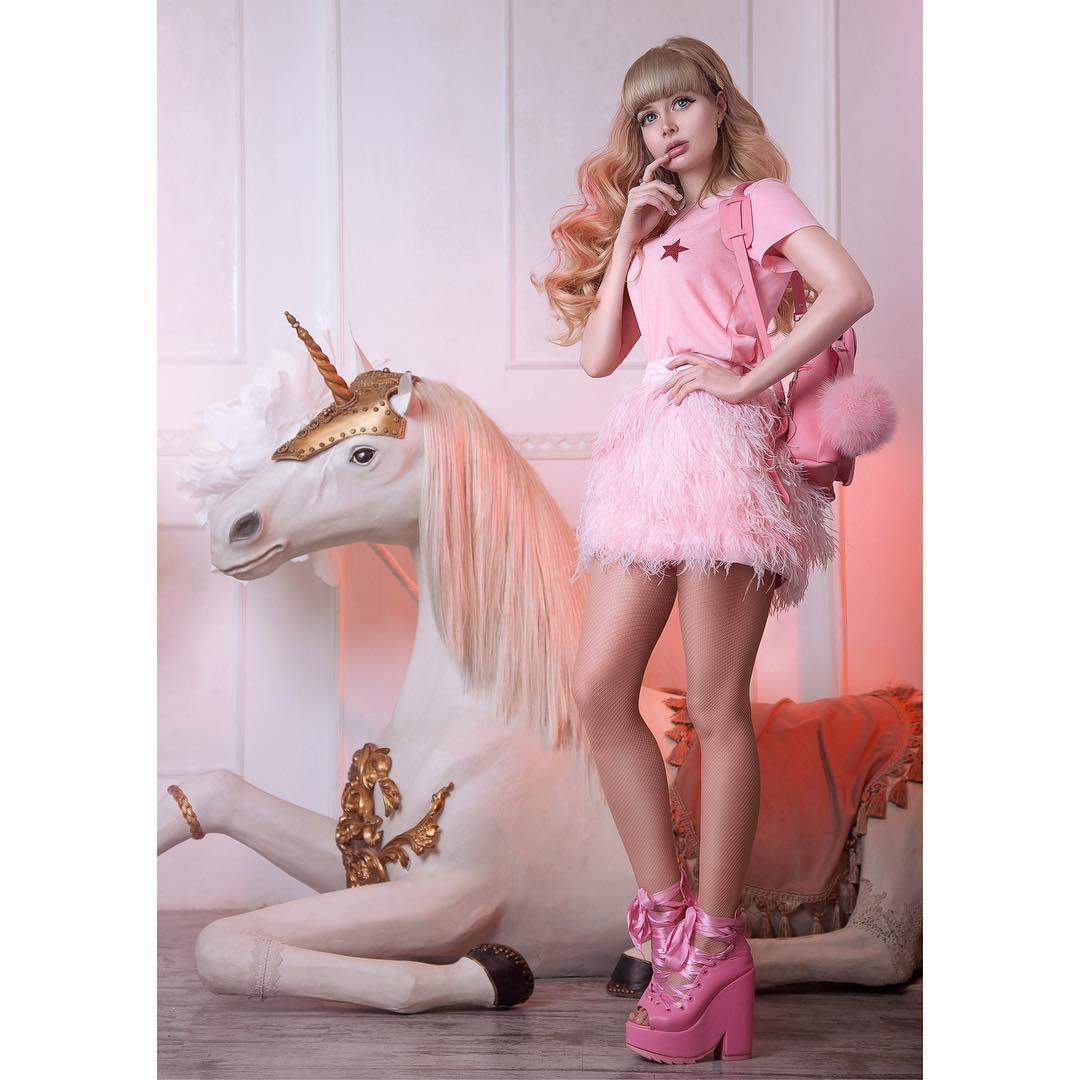 ఏంజెలికా క్యూట్ ఫొటోస్ (credit - insta - russian_barbie)