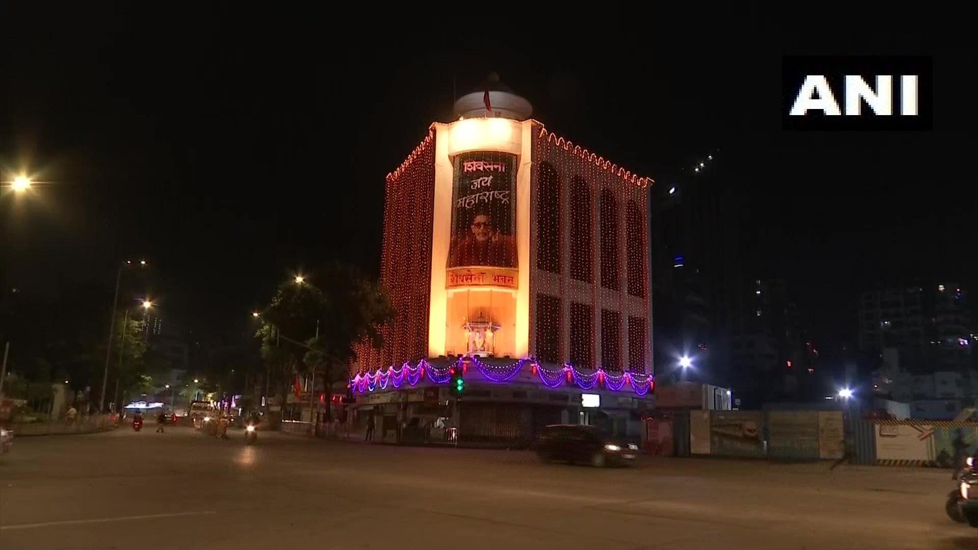 శివసేన ఆఫీస్లో దేశవ్యాప్తంగా దీపావళి వేడుకలు (credit - twitter - ANI)