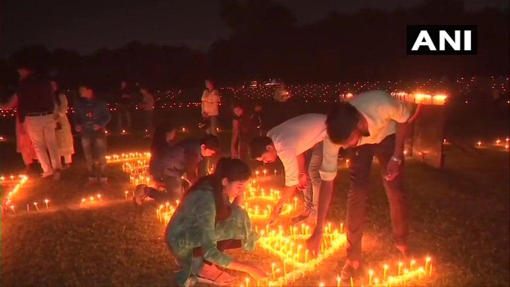 ఉత్తరప్రదేశ్, వారణాసిలో దీపావళి వేడుకలు (credit - twitter - ANI)