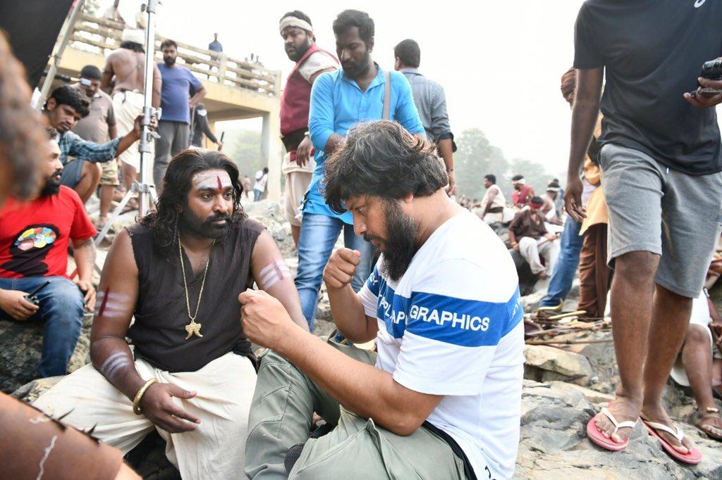 'సైరా నరసింహారెడ్డి' షూటింగ్ స్పాట్లో విజయ్ సేతుపతి దర్శకుడు సురేందర్ రెడ్డి (Twitter/Photo)