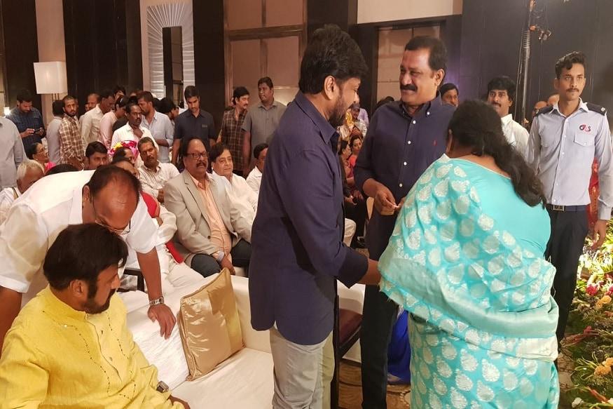 'సైరా నరసింహారెడ్డి' సక్సెస్ మీట్లో బాలకృష్ణ సందడి (Twitter/Photo)