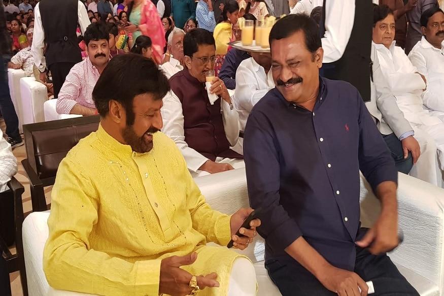 గంటా శ్రీనివాస రావుతో బాలకృష్ణ ముచ్చట్లు (Twitter/Photo)