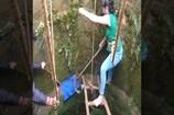 Video: బావిలో పడ్డ పాము... 4నిమిషాల్లో బయటకు తీసిన యువతి