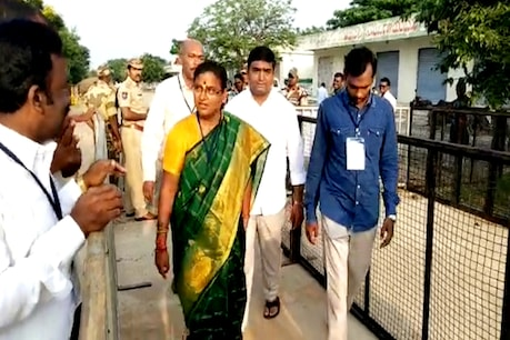 హుజూర్ నగర్లో ఈవీఎంల ట్యాంపరింగ్.. ఈసీకి పద్మావతి ఫిర్యాదు