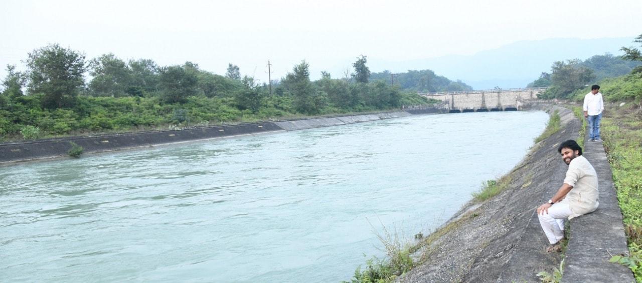 రిషికేశ్లో గంగా నది ఒడ్డున పవన్ కల్యాణ్
