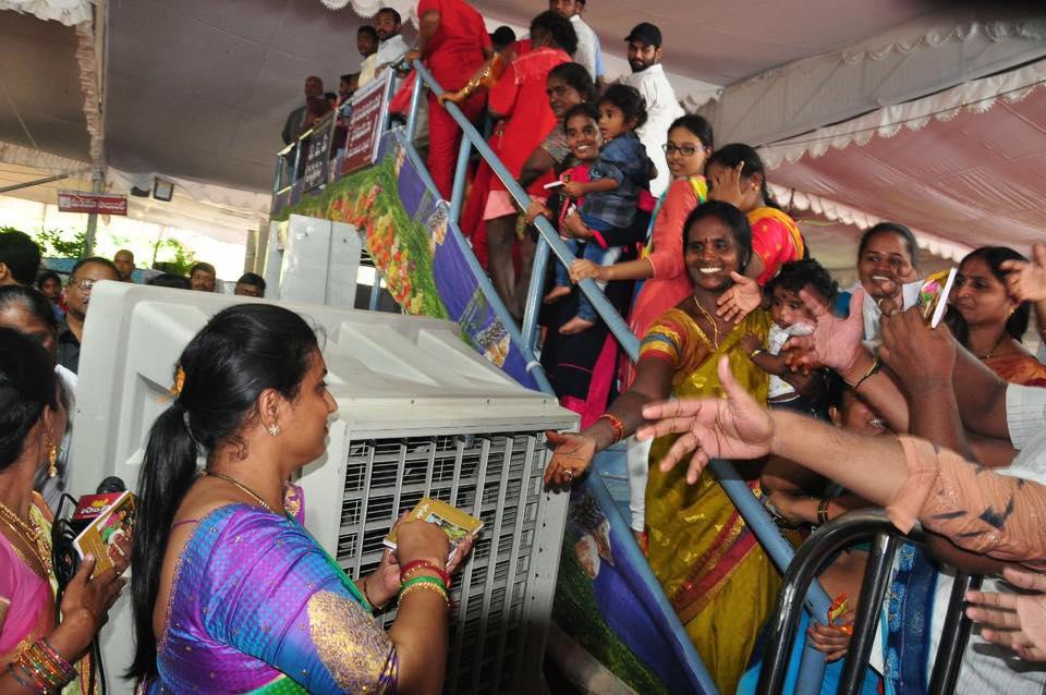 విజయవాడ కనక దుర్గ ఆలయంలో ఎమ్మెల్యే రోజా