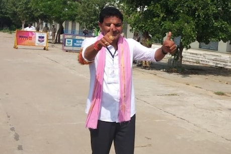 Huzurnagar Results   సైదిరెడ్డి విజయదరహాసం.. కౌంటింగ్ సెంటర్ నుంచి వెళ్లిపోయిన పద్మావతి