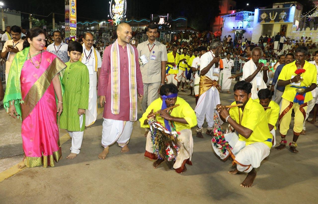 శ్రీవారి బ్రహ్మోత్సవాల్లో కళాకారుల ప్రదర్శనలు