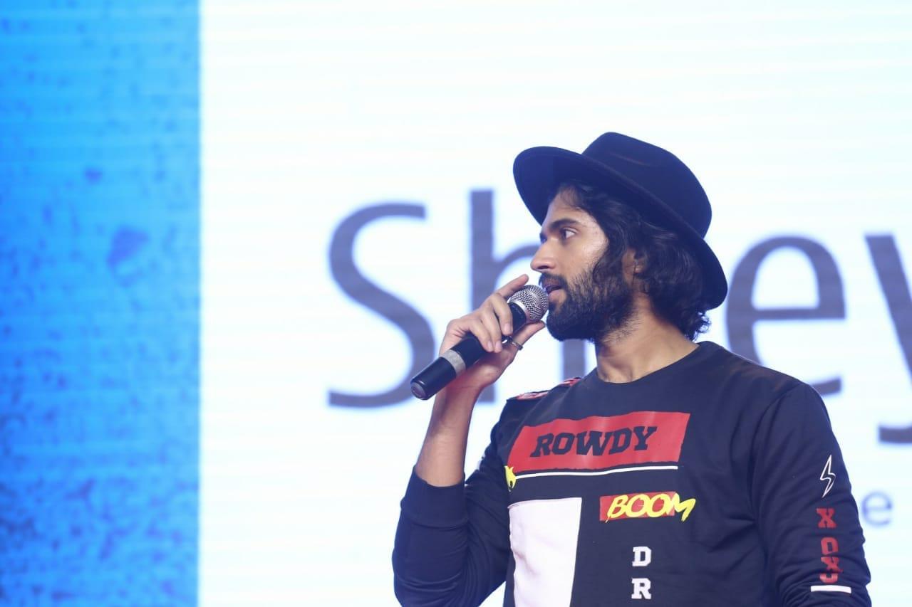'మీకు మాత్రమే చెబుతా' ప్రీ రిలీజ్ ఈవెంట్లో విజయ్ దేవరకొండ..(Twitter/Photos)