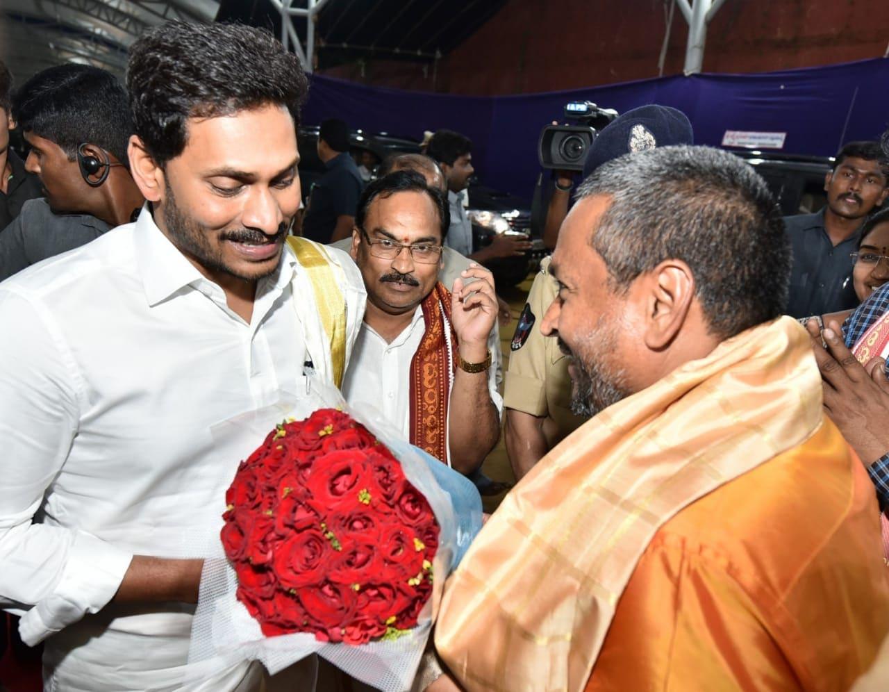 విజయవాడ కనకదుర్గమ్మను దర్శించుకున్న సీఎం వైఎస్ జగన్