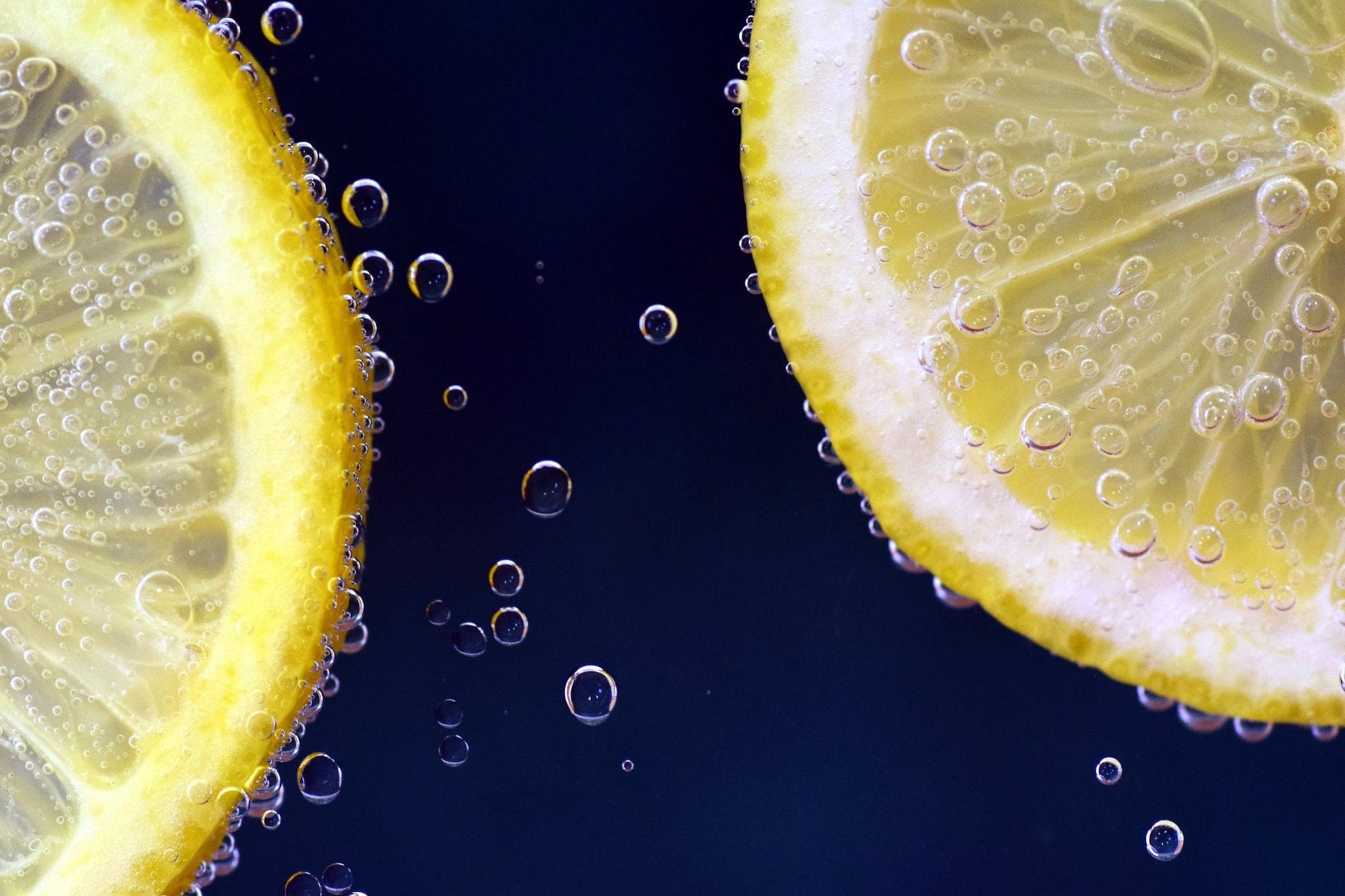 3. Citrus foods : ఉసిరి, నిమ్మకాయతో చేసే ఆహార పదార్థాల్లో గ్లైకామిక్ ఇండెక్స్ తక్కువగా ఉంటుంది. అందువల్ల డయాబెటిస్ ఉన్నవారు నిమ్మకాయ, ఆరెంజ్, కివి, ద్రాక్ష, ఉసిరి వంటి వాటిని డైట్లో చేర్చుకోవచ్చు. ఐతే... జ్యూస్లా మాత్రం తాగవద్దు. జ్యూస్లా తాగితే... గ్లూకోజ్ లెవెల్స్ ఒక్కసారిగా పెరిగిపోతాయి.