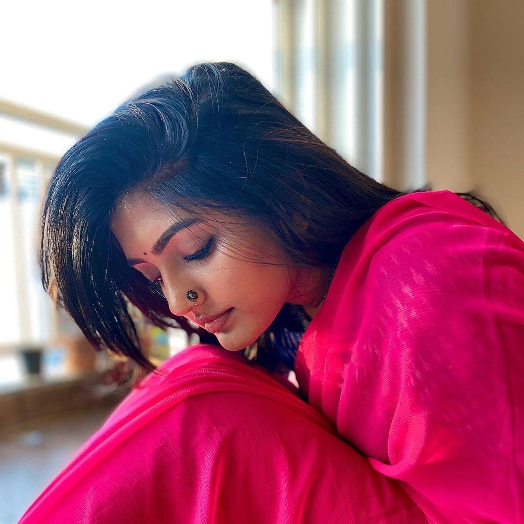 ఈషా రెబ్బా హాట్ పిక్స్.. Photo: Instagram.com/yourseesha