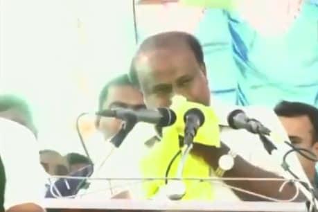కంటతడి పెట్టిన మాజీ సీఎం.. నాకు రాజకీయాలొద్దంటూ..