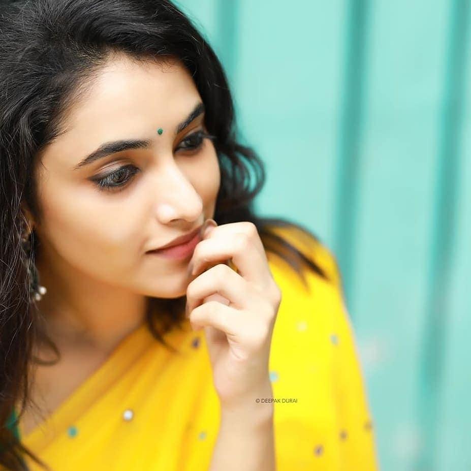 ప్రియాంక అరుల్ మోహన్ అదిరిపోయే ఫోటోస్... Photo: Instagram/priyankaarulmohan