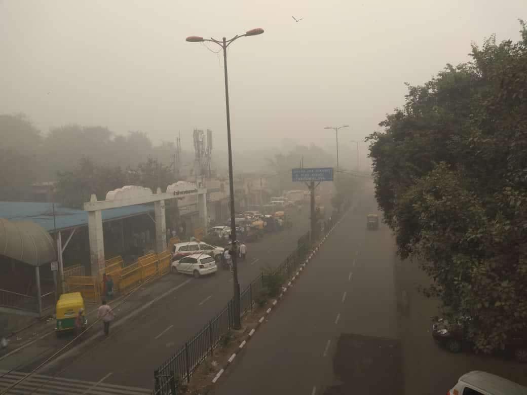 ఢిల్లీలో పొగ కాలుష్యం (credit - twitter - Mukul Bartwal)