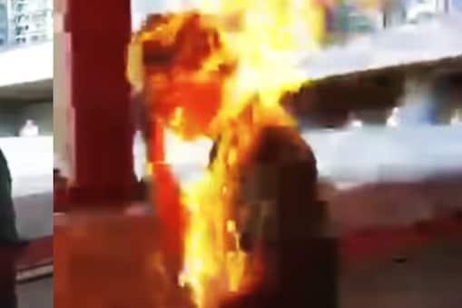 హాంకాంగ్లో దారుణం...అందరూ చూస్తుండగానే వ్యక్తిపై పెట్రోల్ పోసి నిప్పటించిన దుండగులు