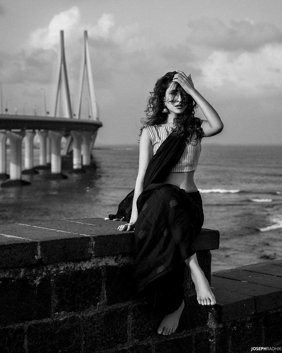 ప్రగ్యా జైస్వాల్ హాట్ పిక్స్ Photo: Instagram/jaiswalpragya
