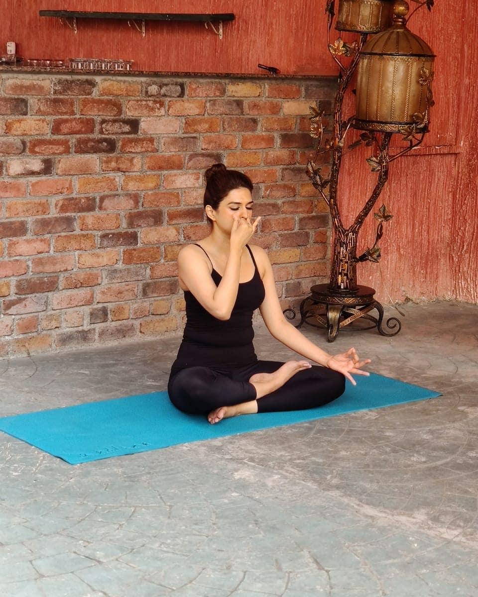 శ్రద్ధాదాస్ (Photo: www.instagram.com/shraddhadas43/)