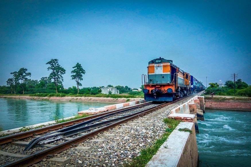 రైలు ప్రయాణికులకు మరో షాక్ ఇచ్చేందుకు భారతీయ రైల్వేశాఖ సిద్ధమైంది.