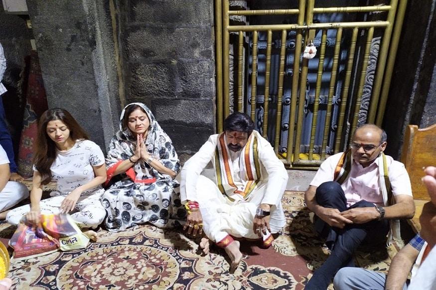 'రూలర్' ప్రీ రిలీజ్ వేడుకకు ముందు నందమూరి బాలకృష్ణ ప్రత్యేక పూజలు (Twitter/Photo)