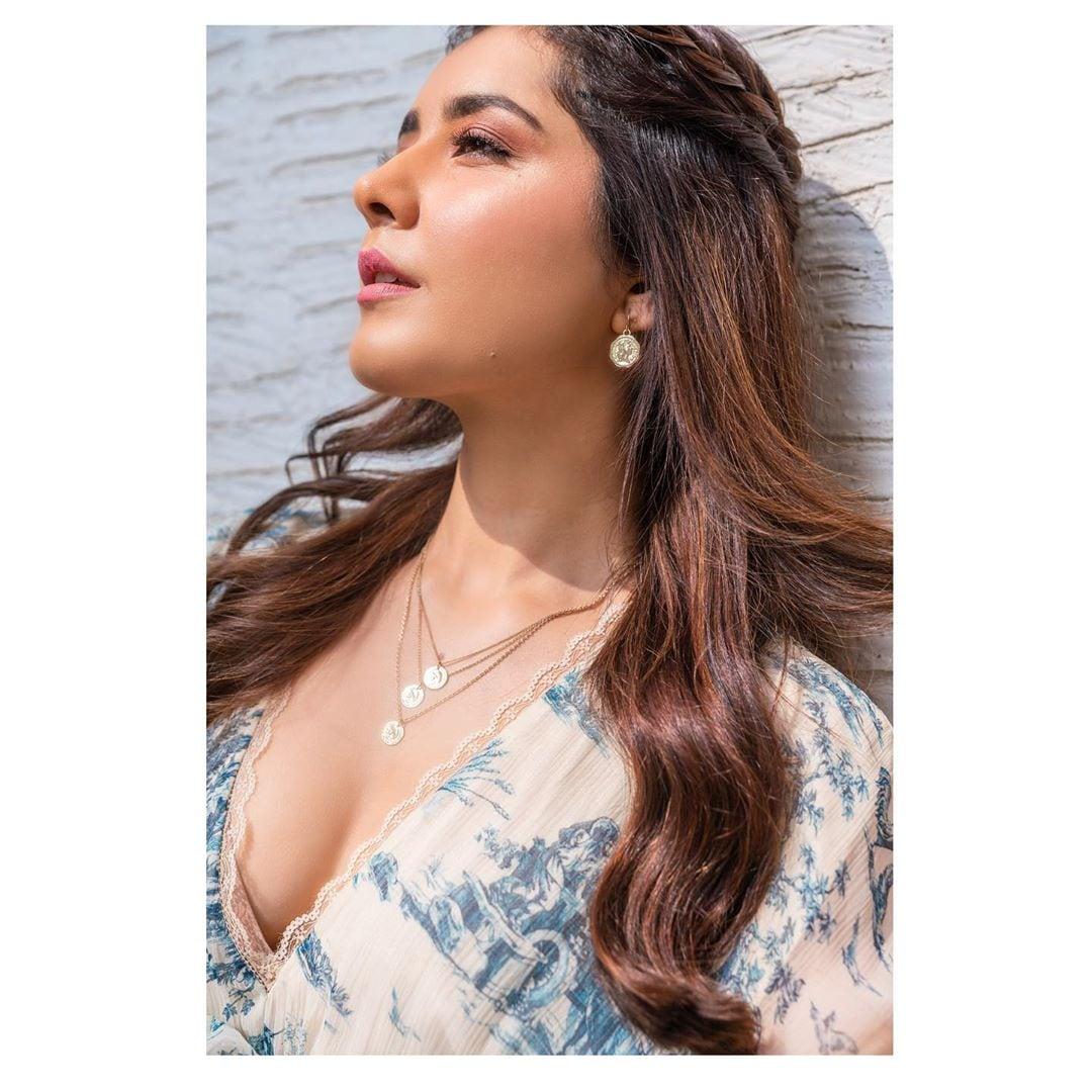 రాశీ ఖన్నా..హాట్ ఫోటో షూట్ Photo: Instagram