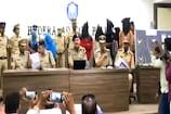 Video : గాయత్రి గ్యాంగ్... వాళ్ల కళ్లు పడితే నగలు మాయమే...