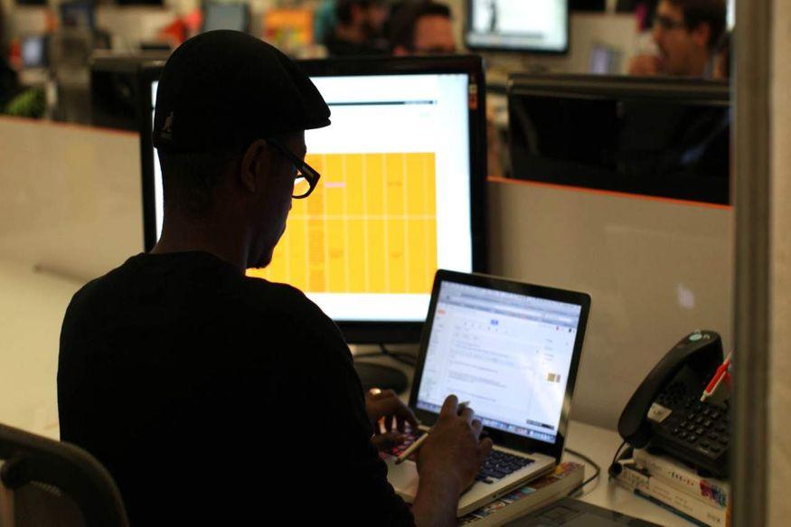 8. JavaScript Developer: జావా స్క్రిప్ట్ డెవలపర్ ఉద్యోగాలకు హైదరాబాద్, బెంగళూరు, ముంబైలో డిమాండ్ ఉంది. వీరికి AngularJS, Node.js, React.js, React Native, MongoDB నైపుణ్యాలు ఉండాలి. (ప్రతీకాత్మక చిత్రం)
