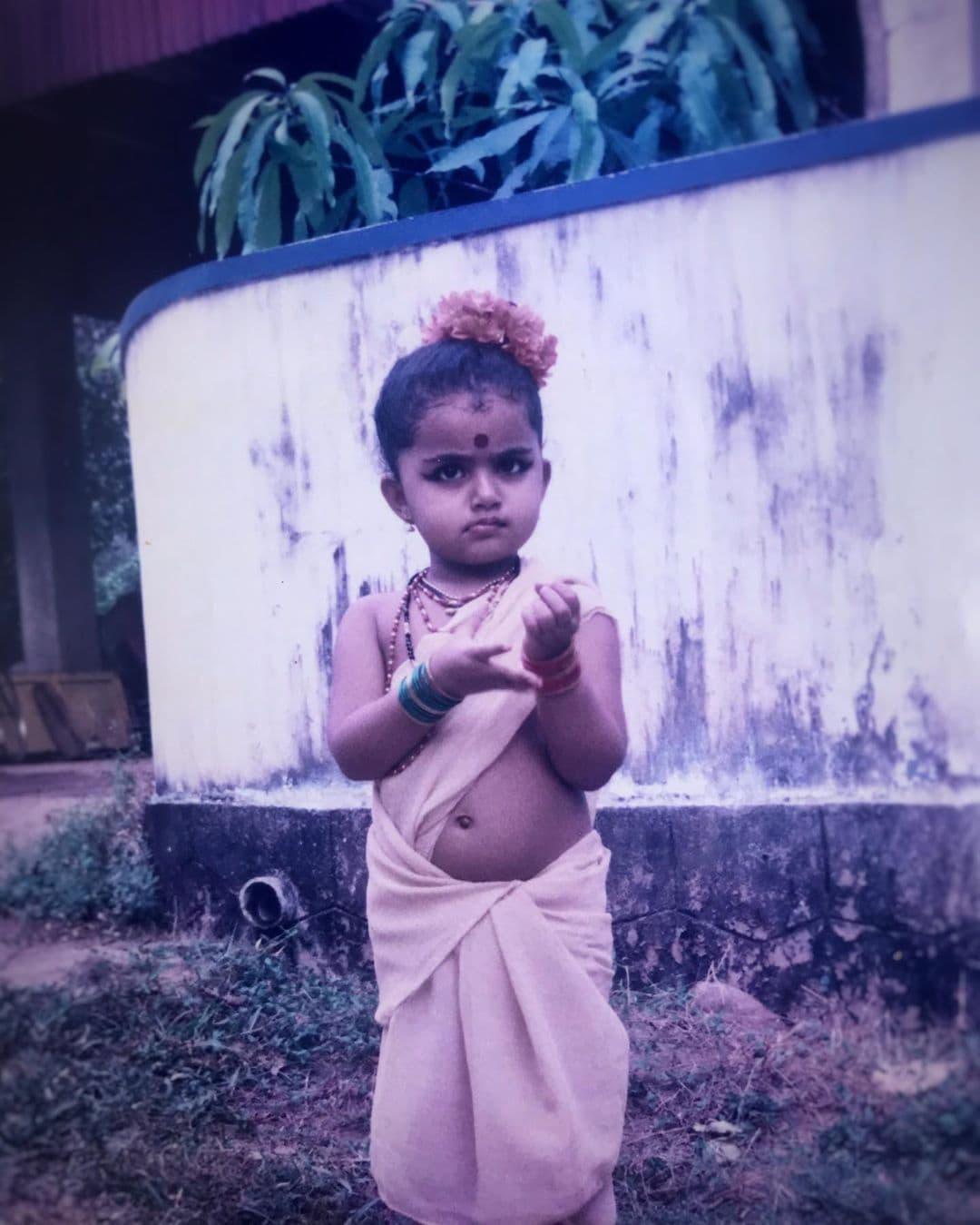 3. అనుపమ సినిమాలలో రాకముందు మలయాళంలో టీవీషోలు, సెలబ్రెటీ ఛాట్ షోలు, రియాల్టిషోలు చేసింది. Photo: Instagram.com/anupamaparameswaran96