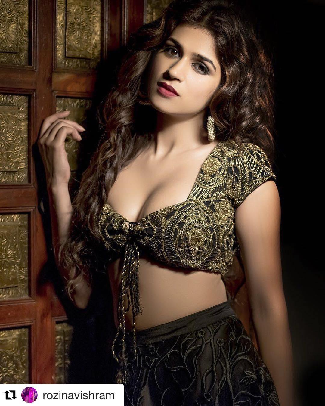 శ్రద్ధా దాస్ హాట్ పిక్స్.. Photo : Instagram/shraddhadas43