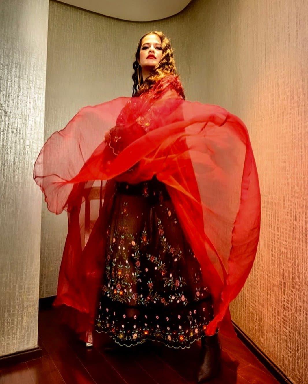 ఈ కార్యక్రమంలో యూత్కి ప్రాతినిధ్యం వహించేలా సోనా మహాపాత్రను పిలిచారు. భారతీయుల రాకెట్, శాటిలైట్ ప్రయోగానికి ఆమెను పిలవడం ద్వారా ఇప్పుడు అందరూ ఈ అంశంపై మాట్లాడుకునేలా చేసినట్లైంది. (credit - insta - sonamohapatra)