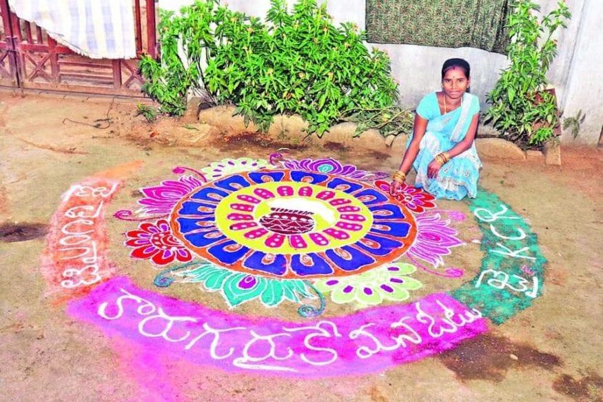 సంక్రాంతి ముగ్గుతో టీఆర్ఎస్కు మద్దతు ప్రకటిస్తున్న ఓ మహిళ.(Photo: @KTRTRS/Twitter)