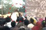 Video: సర్పంచ్ ఎన్నికల్లో నోట్ల వర్షం.. ఎగబడిన జనం..