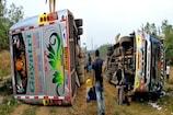 Video: ప్రకాశం జిల్లాలో ప్రైవేట్ ట్రావెల్స్ బస్సు బోల్తా...
