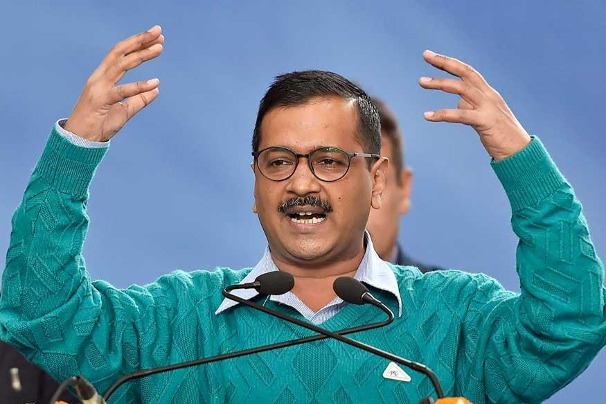 ఢిల్లీ ఎన్నికలు<br />ఢిల్లీ ముఖ్యమంత్రిగా మరోమారు అరవింద్ కేజ్రీవాల్ ఎన్నికయ్యారు. దీంతో రామ్ లీలా మైదానంలో 3వ సారి సీఎంగా ప్రమాణస్వీకారం చేసిన కేజ్రీవాల్ హస్తిన రాజకీయాల్లో తనకు తిరుగులేదని చాటుకున్నారు. 2020 ఢిల్లీ అసెంబ్లీ ఎన్నికల్లో ఆమ్ ఆద్మీ పార్టీ క్లీన్ స్వీప్ చేసి, బీజేపీ షాక్ ఇచ్చింది. 70 స్థానాలున్న ఢిల్లీ అసెంబ్లీలో ఏకంగా 62 స్థానాల్లో AAP విజయకేతనం ఎగురవేసింది. ఈ ఎన్నికల్లో బీజేపీకి దక్కింది కేవలం 8 స్థానాలు కాగా, కాంగ్రెస్ కనీసం అకౌంట్ కూడా ఓపన్ చేయలేక చతికిలపడింది. అంతేకాదు కాంగ్రెస్ టికెట్ పై పోటీచేసిన 62 మంది అభ్యర్థులకు డిపాజిట్ కూడా గల్లంతవ్వటం మరో విశేషం. ఢిల్లీ అసెంబ్లీలో ఏపార్టీకి ప్రతిపక్ష హోదా కూడా దక్కక పోవటం హైలైట్.
