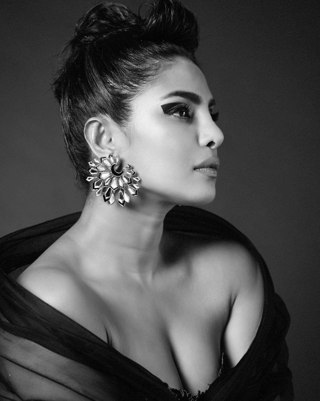 ప్రియాంక చోప్రా లేటెస్ట్ ఫోటోస్.. Photo : Instagram/priyankachopra
