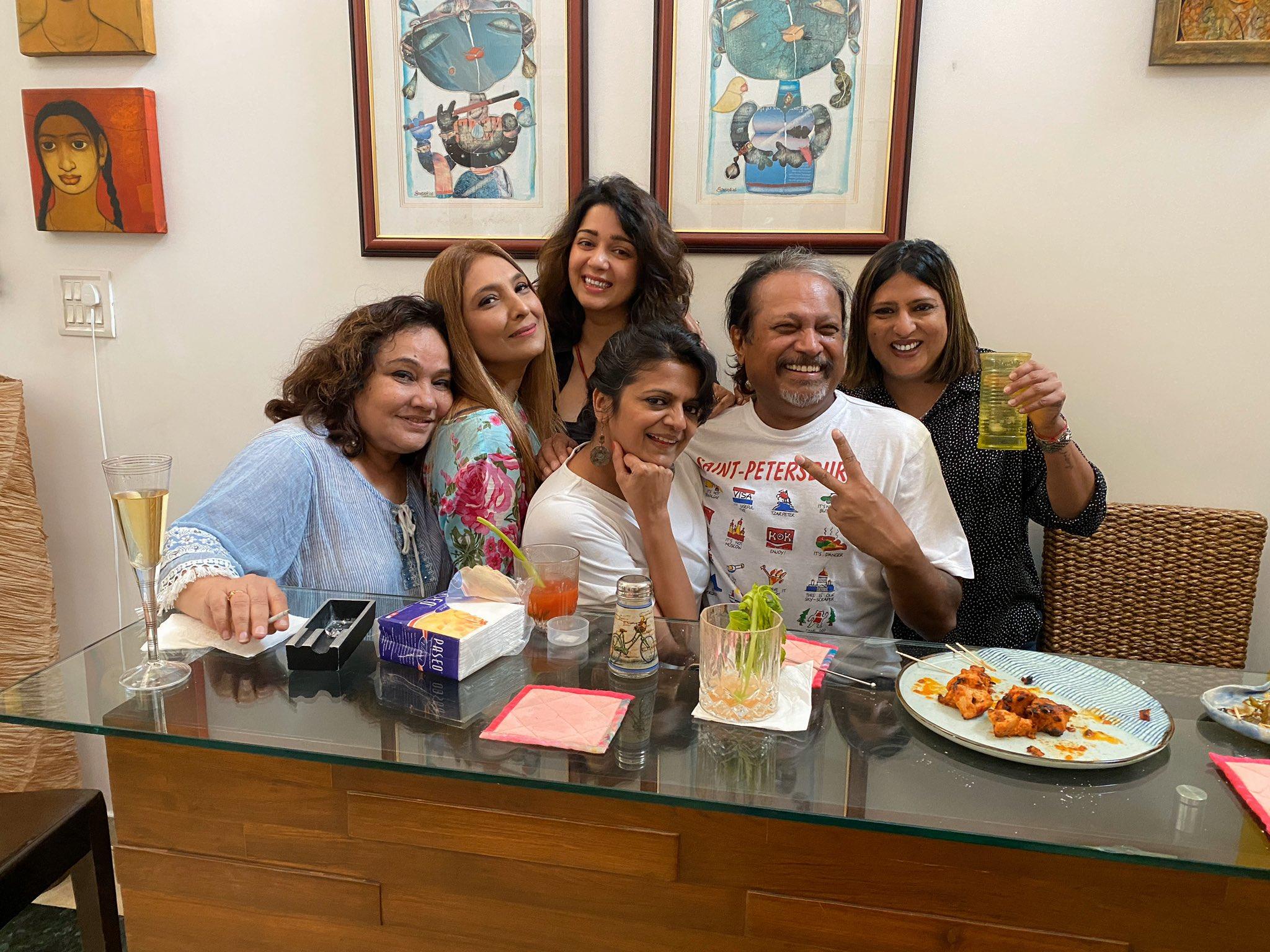 దర్శకుడు జయంత్తో ఛార్మి పార్టీ (Twitter/Photo)