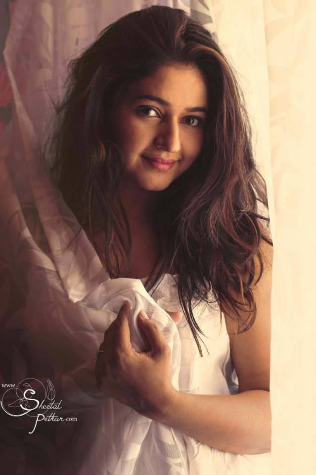 పూనమ్ బజ్వా హాట్ ఫోటోషూట్ (poonam bajwa hot photo shoot/Instagram)