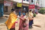 Video: మున్సిపల్ సిబ్బందికి బొట్టుపెట్టి, హారతులిచ్చిన మేయర్...