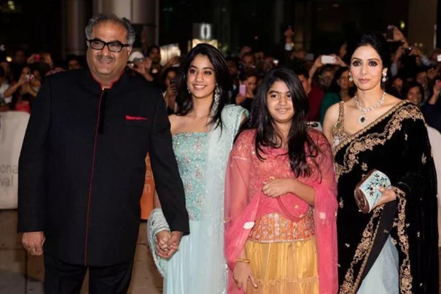 కుటుంబ సభ్యులతో బోనీ కపూర్ ఫోటో (Instagram/Photo)