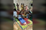 Video:భర్తకు తలకొరివిపెట్టిన భార్య.. అంత్యక్రియలను వీడియో కాల్లో చూసిన కన్నకొడుకు