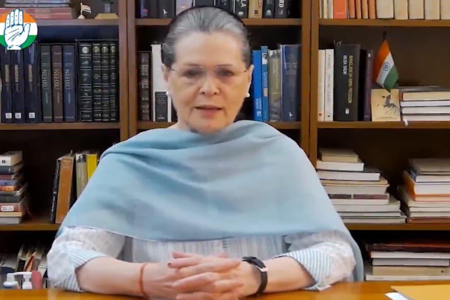 కాంగ్రెస్ అధ్యక్షురాలు సోనియాగాంధీ ఆస్పత్రిలో చేరారు.
