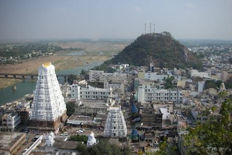 శ్రీకాళహస్తి ఆలయంలో అర్చకుడికి కరోనా.. దర్శనాలు వాయిదా