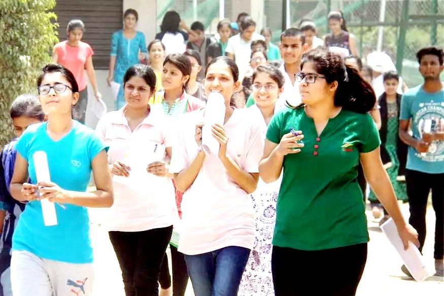 మొదటి దశ కింద రాష్ట్రంలో 1.75 లక్షల మంది విద్యార్థులకు స్మార్ట్ ఫోన్లను పంపిణీ చేయడానికి ఏర్పాట్లు జరుగుతున్నాయి. దీనిలోభాగంగా 50వేల ఫోన్లను ఇప్పటికే తెప్పించారు.(ప్రతీకాత్మక చిత్రం )