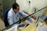 Video: కరోనాపై యుద్ధం... 'ఐరన్ మ్యాన్'గా బ్యాంక్ ఉద్యోగి...
