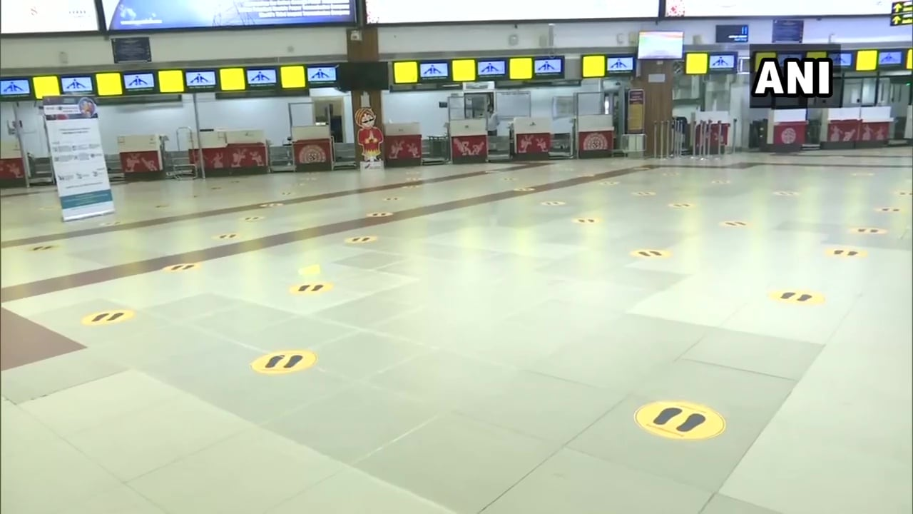 అసోంలోని గౌహతి ఎయిర్పోర్టులో తాజా దృశ్యాలు (credit - twitter - ANI)
