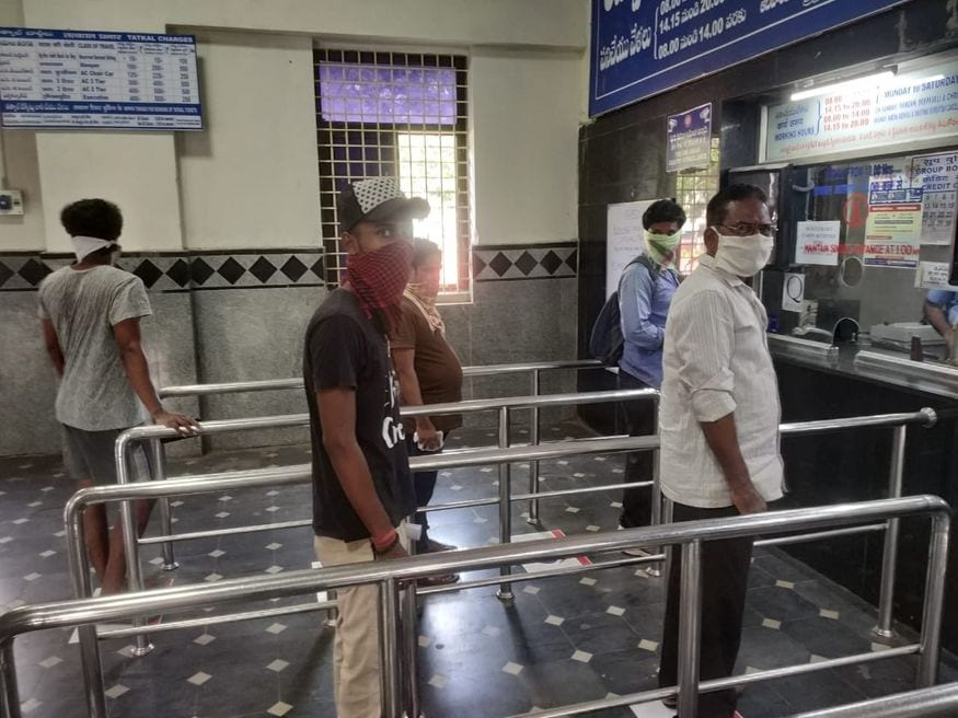 16. రైల్వే రిజర్వేషన్ కౌంటర్ దగ్గర సోషల్ డిస్టెన్సింగ్ ఏర్పాట్లు. (ప్రతీకాత్మక చిత్రం, image: Indian Railways)